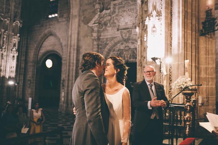 Recien casados se besan