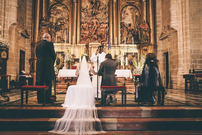 Imagen de la boda de paloma y joaquin en la iglesia en jerez