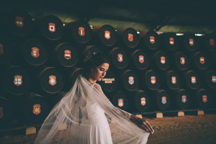 La novia se coloca el velo