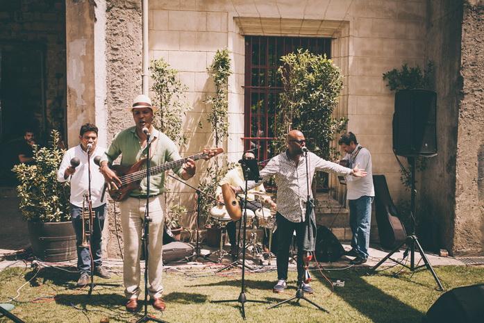 un grupo cubano tocan musica en la boda